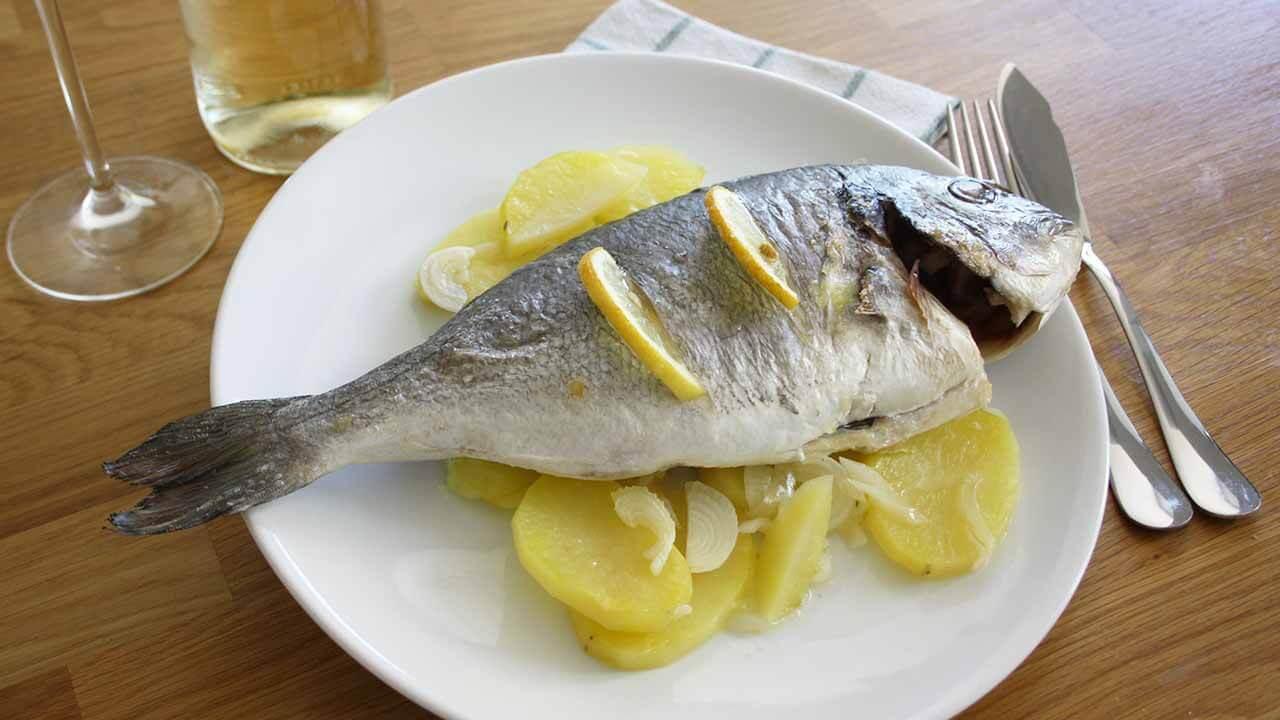 Receta de dorada al horno con patatas