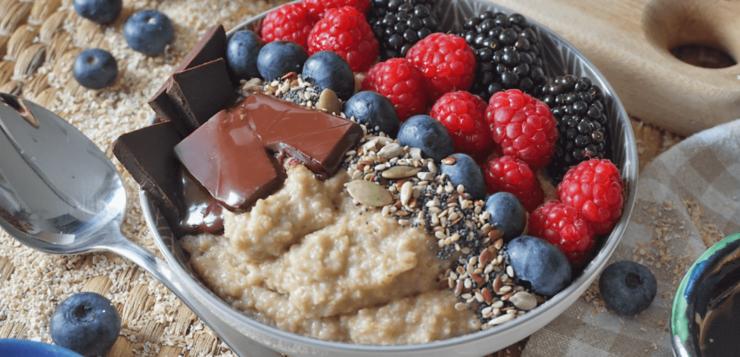 Porridge de avena con frutos rojos