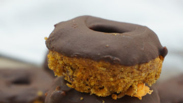 Donuts fit carrot cake