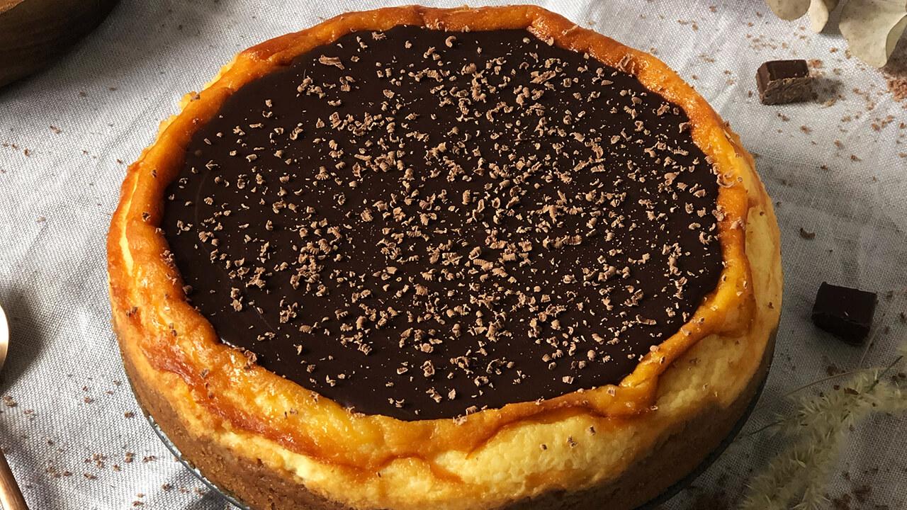 Tarta de queso y cobertura de chocolate